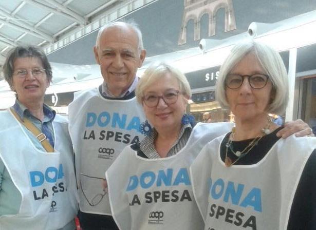 dona_la_spesa1